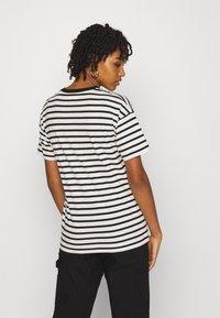 Carhartt WIP - ROBIE - T-shirt print - wax/black - 2