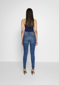 Vero Moda Tall - VMTANYA PIPING - Jeans Skinny Fit - medium blue denim - 2