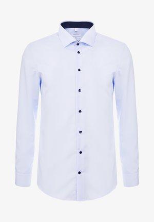 BUSINESS KENT PATCH SLIM FIT - Formal shirt - light blue
