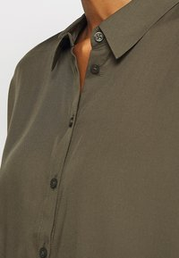 comma - KURZARM - Button-down blouse - khaki - 5