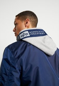 Alpha Industries - HOOD CUSTOM - Bomberjacka - new navy - 6