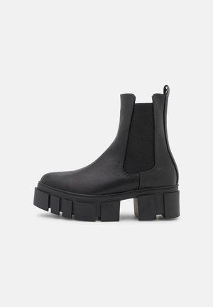 ROXI - Kotníkové boty na platformě - black