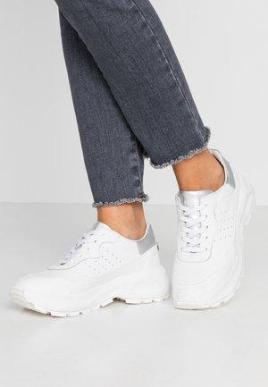 MIA - Zapatillas - white/agento