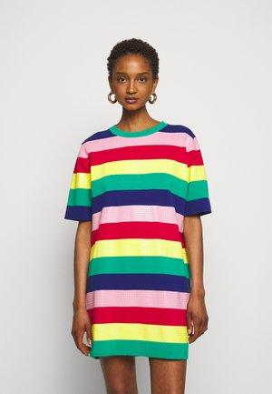 Sukienka dzianinowa - multicolor