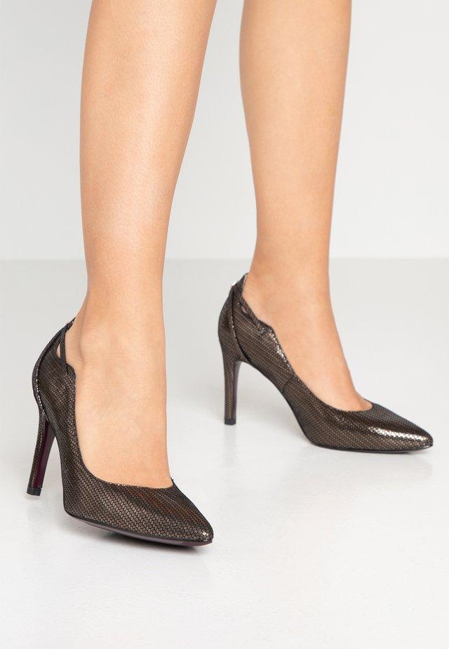 Zapatos altos - bronce