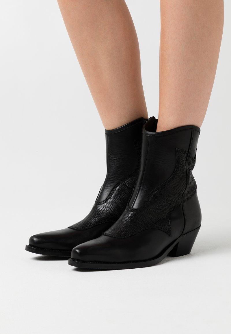 Shoe The Bear - ARIETTA LIZARD - Cowboy/biker ankle boot - black