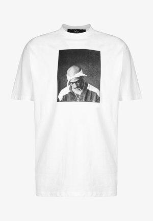 PAC CLOUDS - Print T-shirt - white/black