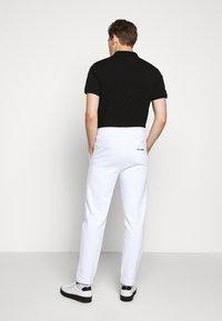 KARL LAGERFELD - PANTS - Tracksuit bottoms - white - 2