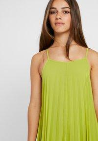 Missguided Petite - STRAPPY PLEATED DRESS - Vestido largo - acid lime - 4