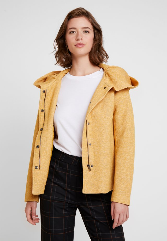 ONLSEDONA LIGHT JACKET - Chaqueta fina - golden yellow