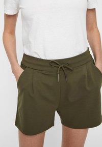 Vero Moda - EVA  - Shorts - green - 3
