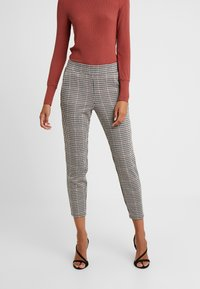 b.young - BYRYDRA PANTS - Trousers - chocolate/brown combi - 0