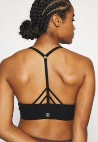 Sweaty Betty - NAMASTE SEAMLESS YOGA BRA - Sport-bh met light support - black - 4