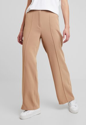PINTUCK CLEAN WIDE - Trousers - camel