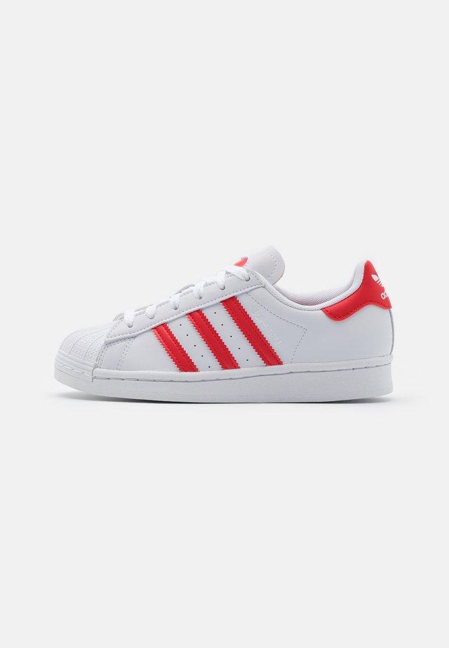 SUPERSTAR UNISEX - Sneakers - footwear white/vivid red