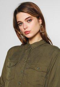 New Look - PATCH POCKET CROP - Button-down blouse - dark khaki - 3