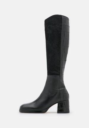 DELLA - Botas con plataforma - black