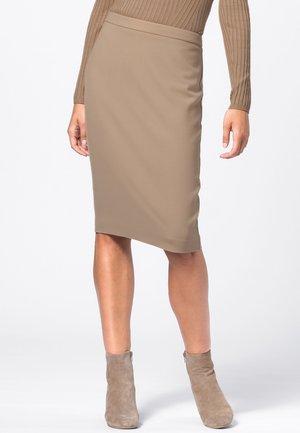 MIT OPTIONALEM GEHSCHLITZ - Pencil skirt - camel