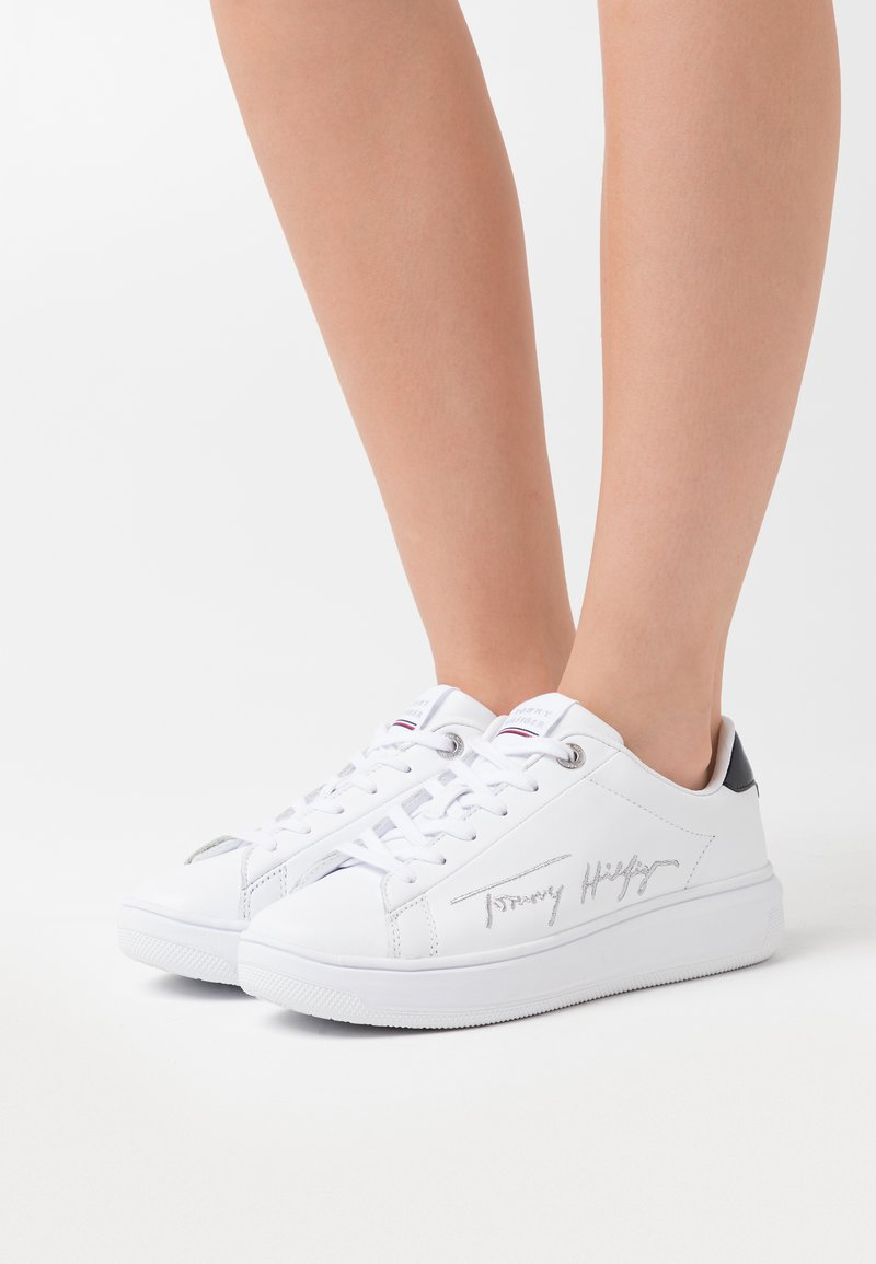 Tommy Hilfiger - SIGNATURE CUPSOLE - Sneaker low - white