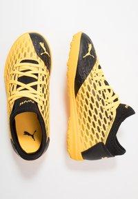Puma - FUTURE 5.4 TT JR UNISEX - Astro turf trainers - ultra yellow/black - 0