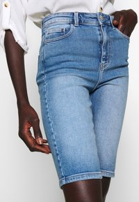 PIECES Tall - PCKAMELIA  - Denim shorts - light blue denim - 4