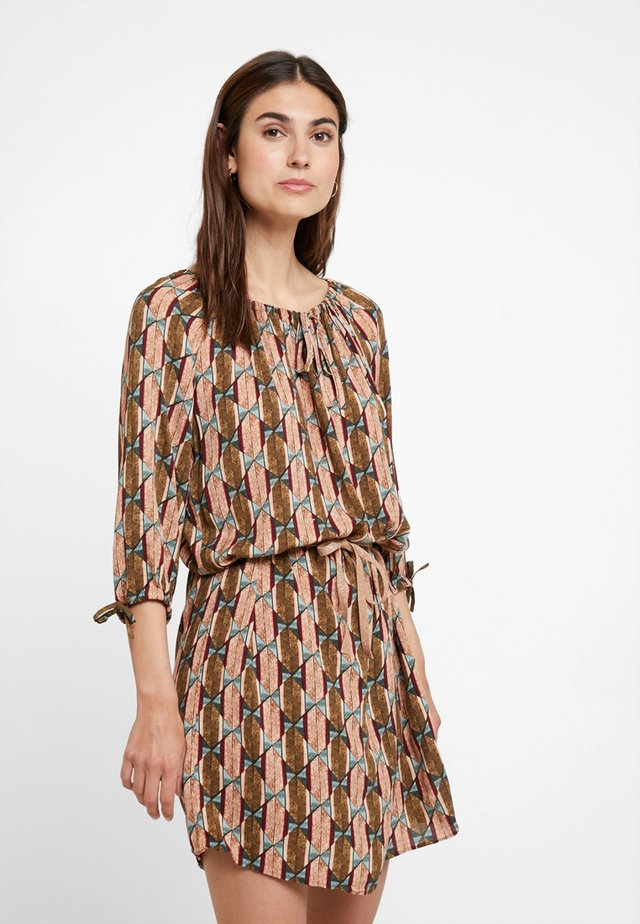 SHORT TUNICA DRESS - Sukienka letnia - khaki/apricot