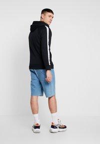 Calvin Klein Jeans - MONOGRAM TAPE ZIP THROUGH - Bluza rozpinana - black - 2