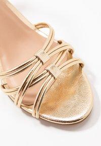 Anna Field - Sandaalit nilkkaremmillä - gold - 2