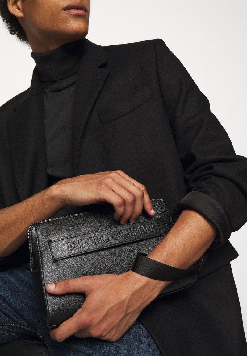 Emporio Armani - Kosmetická taška - black