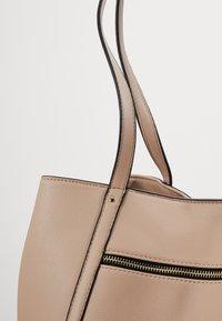 Anna Field - SHOPPING BAG / POUCH SET - Velká kabelka - beige - 7