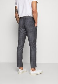 Isaac Dewhirst - CHECK SUIT - Kostym - grey - 5