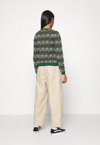 Monki - SOMIA - Jumper - green jaquard knit - 2