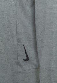 Nike Performance - Chaqueta de entrenamiento - smoke grey/iron grey - 6