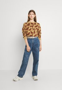 Monki - TAIKI FACES - Jeans relaxed fit - faces - 1
