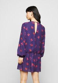 True Violet Petite - LONG SLEEVE SWING DRESS WITH KEYHOLE - Denní šaty - blue/red - 2