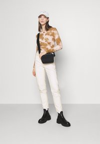 BDG Urban Outfitters - MOM - Džíny Relaxed Fit - off white - 1