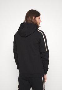 Glorious Gangsta - RAYLOW HOOD - Zip-up sweatshirt - jet black/gold - 2