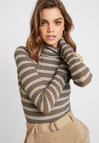 Missguided - PURPOSEFUL STRIPED TURTLE NECK BODYSUIT - Topper langermet - khaki - 3