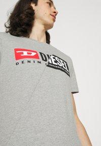 Diesel - DIEGO CUTY - Printtipaita - grey - 4