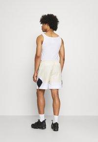 Jordan - Shorts - beach/white/black - 2