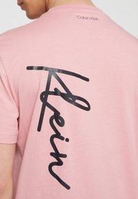 Calvin Klein - SUMMER SCRIPT LOGO - T-Shirt print - blush - 5