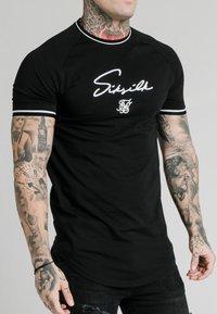 SIKSILK - SIGNATURE PIPED TECH TEE - Print T-shirt - black - 4