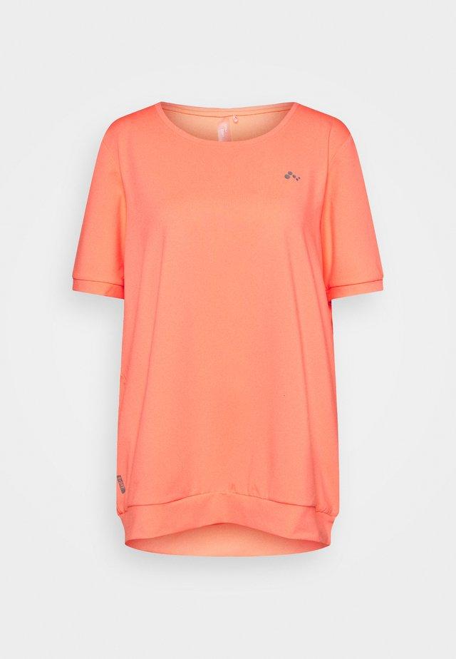 ONPCLARISE TRAINING TEE CURVY - Basic T-shirt - neon orange