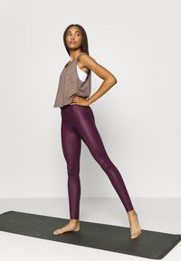 South Beach - WETLOOK HIGHWAIST LEGGING - Leggings - burgundy - 1