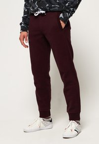 Superdry - LABEL CUFFED JOGGER - Tracksuit bottoms - bordeaux - 0