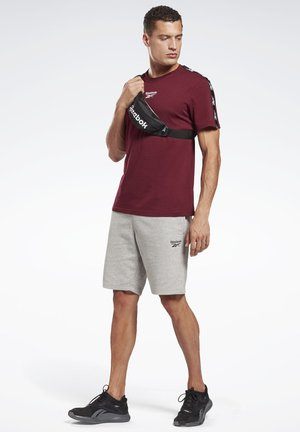 TRAINING ESSENTIALS TAPE - Print T-shirt - burgundy