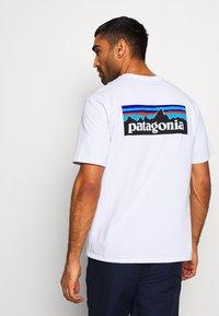 Patagonia - LOGO RESPONSIBILI TEE - T-shirt imprimé - white - 0