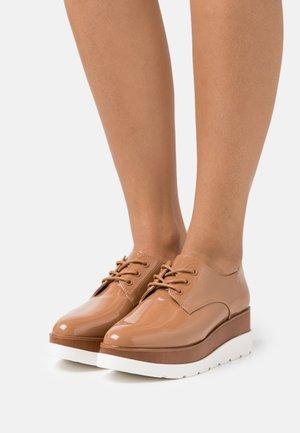 SEVAEDIA - Derbies - light brown