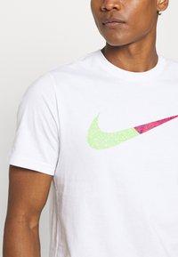 Nike Sportswear - TEE BRANDRIFF - Print T-shirt - white - 4