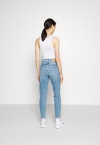 Pieces - PCLEAH MOM - Jeans relaxed fit - light blue denim - 2